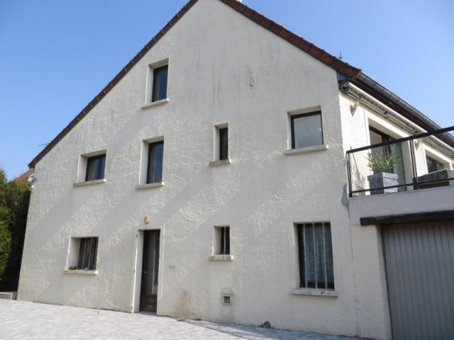 Avant : une maison individuelle terne et mal isolée - Système d'isolation par l'extérieur