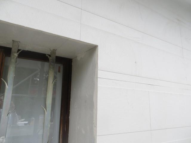 Des panneaux qui se découpent aisément pour s'adapter aux ouvertures de la maison - Système d'isolation par l'extérieur