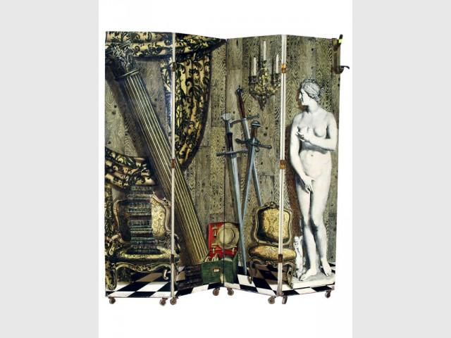 Un paravent en trompe l'oeil décalé - Exposition Fornasetti aux Arts Déco