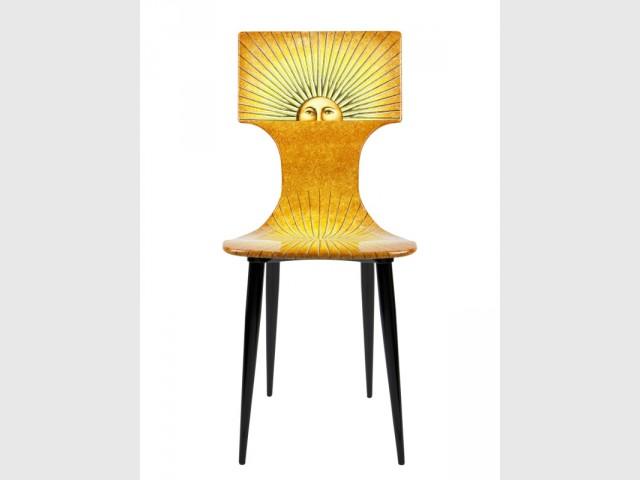 Une chaise pop et solaire - Exposition Fornasetti aux Arts Déco