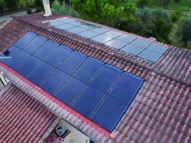 Des modules intégrés et répartis de part et d'autre de la toiture - Panneaux photovoltaïques