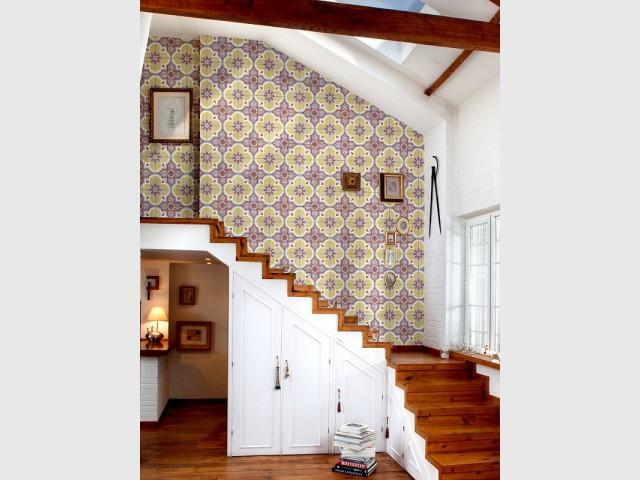 Des carreaux de ciment en papier peint dans les escaliers - Les carreaux de ciment dans la déco