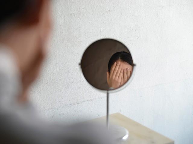 Un miroir qui se détourne de son utilisateur - Biennale de design Saint-Etienne 2015