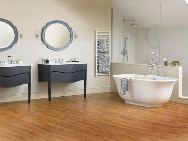 Une salle de bains rétro aux angles doux - Salle de bains rétro