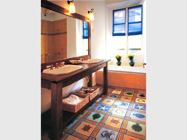 salles de bains r tro 10 photos pour vous inspirer. Black Bedroom Furniture Sets. Home Design Ideas