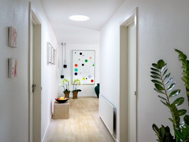 Un puits de lumière avec vitrage en toiture - Plus de lumière naturelle chez soi