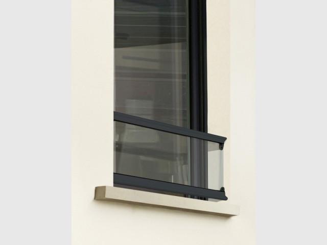 Un appui de fenêtre transparent qui produit moins d'ombre - Plus de lumière naturelle chez soi