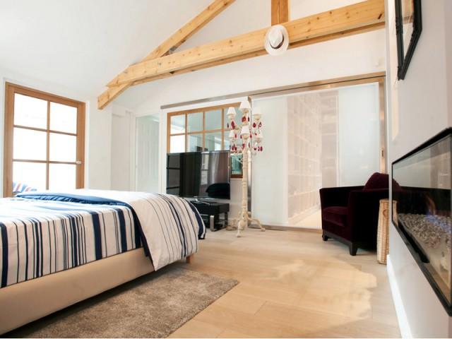 Une suite parentale avec dressing et salle de bains - Trois logements deviennent une demeure familiale