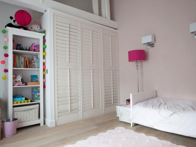 Une chambre d'enfant sur le palier de l'étage - Trois logements deviennent une demeure familiale