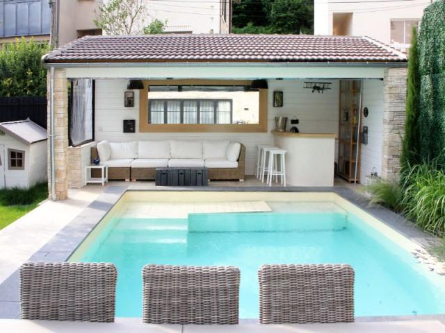 Un kiosque de piscine pour transformer la demeure en un cocon - Trois logements deviennent une demeure familiale