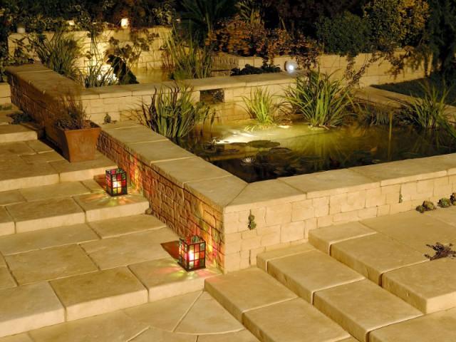Inspirations un bassin pour mon jardin - Bassin carre pour jardin perpignan ...