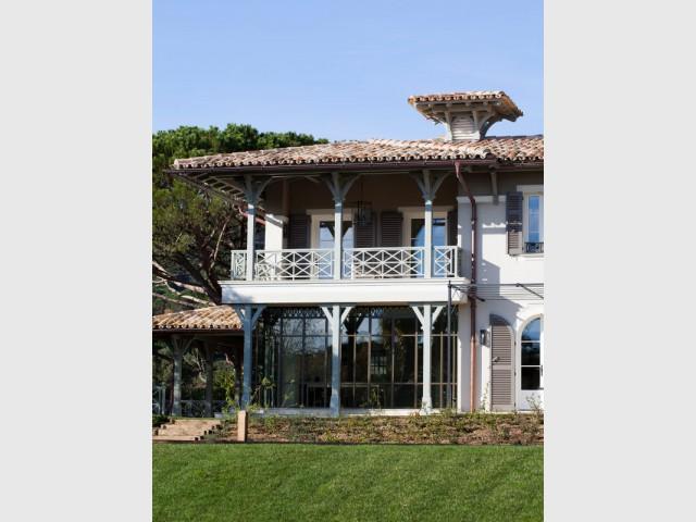 La maison provençale adopte des codes de l'architecture coloniale - Rénovation d'une maison provençale