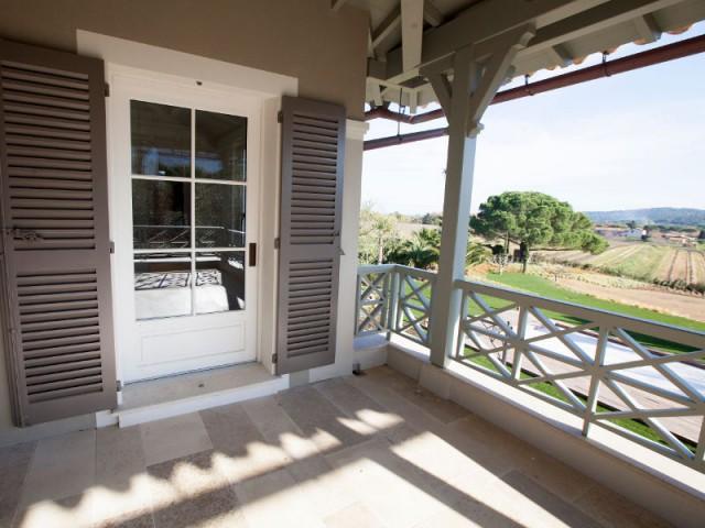 Des balustrades aux lignes inspirées de l'Art Déco - Rénovation d'une maison provençale