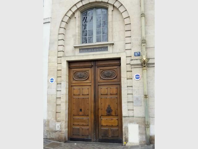 Hôtel de Lauzun : façade et porte d'entrée