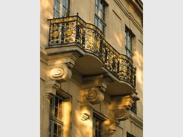 Hôtel de Lauzun : détail de la façade