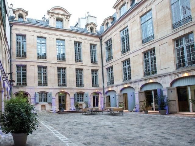 Hôtel de Lauzun : cour intérieure