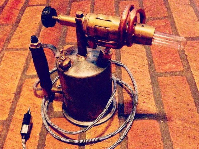 Après : Une lampe de bureau au style industriel - Concours Copper upcycling