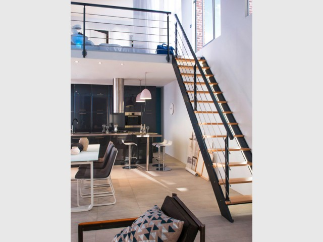 fabulous un escalier droit et troit audessus dune cuisine with escalier pas japonais castorama. Black Bedroom Furniture Sets. Home Design Ideas