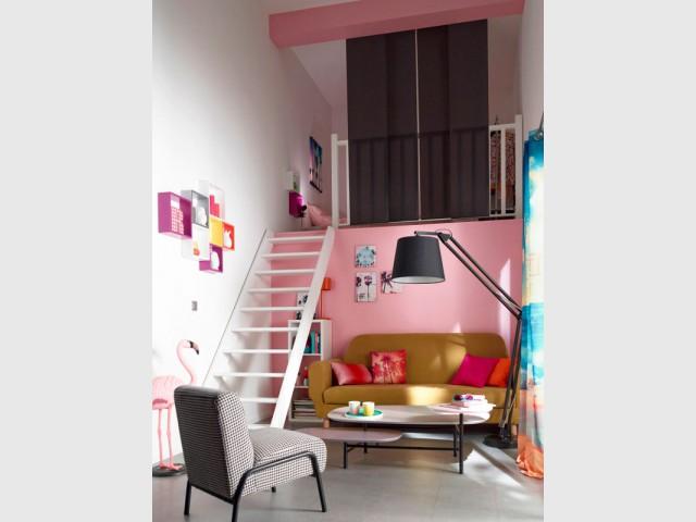 Un escalier court donnant sur une mezzanine - Escalier gain de place