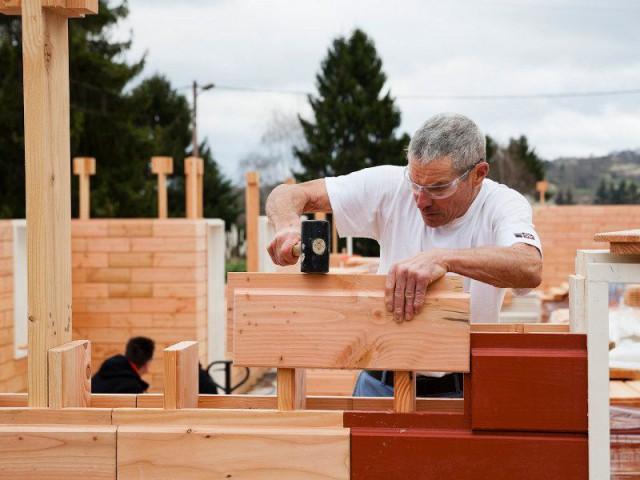 Une maison bois assemblée sans clou, ni vis...ni c