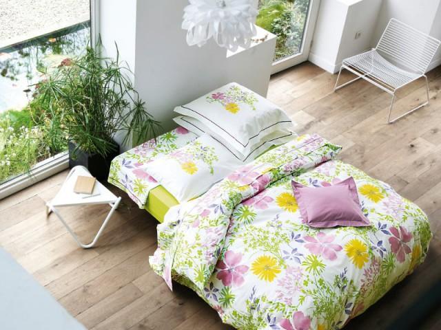 Une parure fleurie pour faire entrer le végétal à l'intérieur - Une chambre ouverte sur l'extérieur