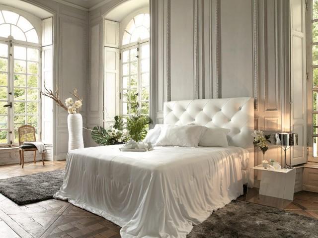Des volets plutôt que des rideaux dans les chambres de style - Une chambre ouverte sur l'extérieur