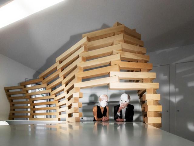 Conserver une perméabilité entre les espaces - Un appartement parcouru par une vague en bois