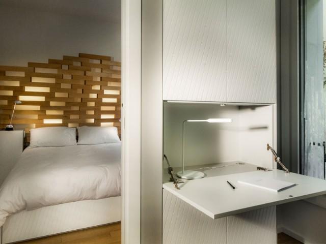 Un bureau insoupçonnable - Un appartement parcouru par une vague en bois