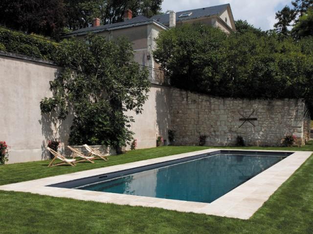 Le terrain de la piscine remis à niveau - Piscine Carré Bleu / Paysage piscine tennis