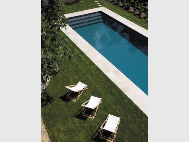 Un couloir de nage haut-de-gamme - Piscine Carré Bleu / Paysage piscine tennis