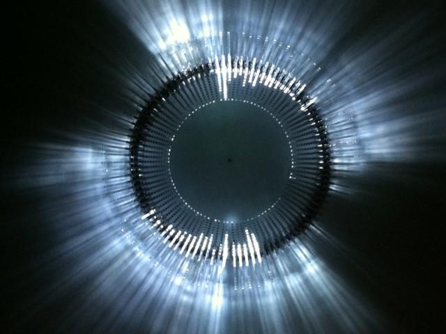 """Quand la lumière réagit aux sons - Exposition """"Lumières, - The Play of brilliants"""""""