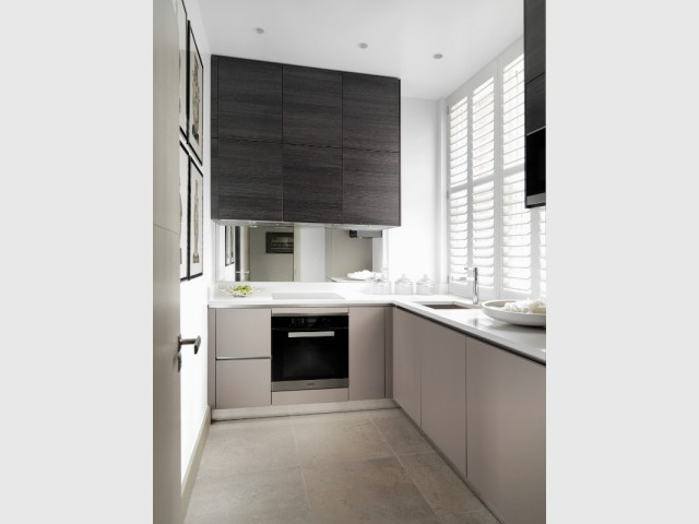 Une cuisine moderne aux couleurs naturelles - The London Apartment by Kelly Hoppen