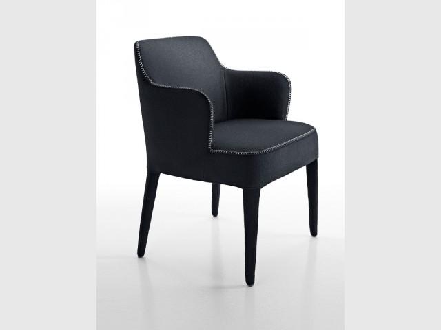 Un fauteuil fin et raffiné de style anglais - Fauteuil