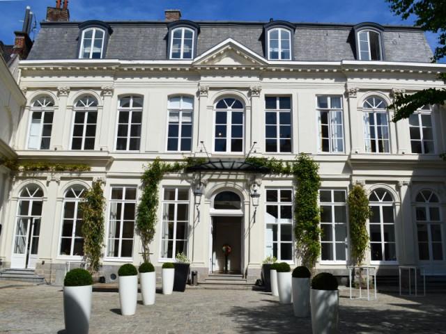 Un hôtel particulier avec sa cour et son jardin - Hôtel Clarance***** à Lille