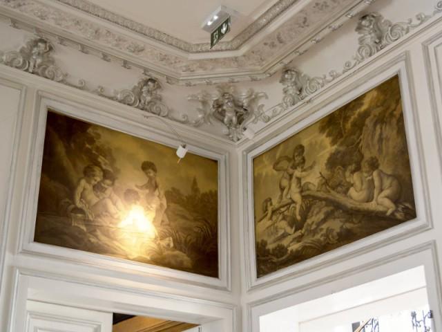 Des moulures revisitées et peintes en argenté - Hôtel Clarance***** à Lille