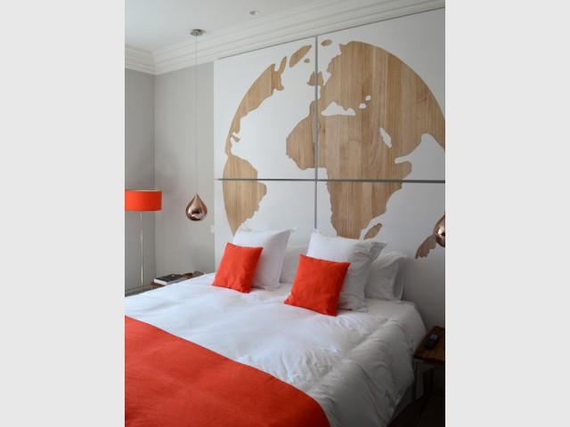Un planisphère comme tête de lit - Hôtel Clarance***** à Lille