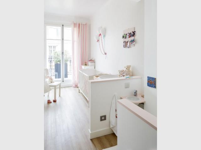 Une chambre pour bébé douce et lumineuse - Restructuration complète d'un appartement familial à Paris