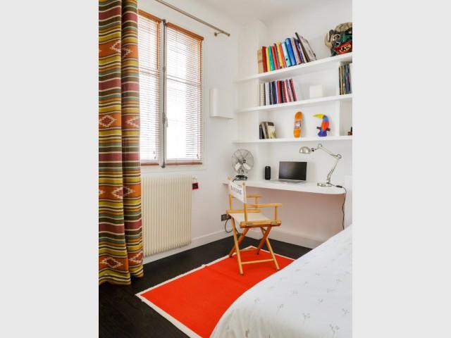 Une chambre d'adolescent dans l'ancienne cuisine - Restructuration complète d'un appartement familial à Paris