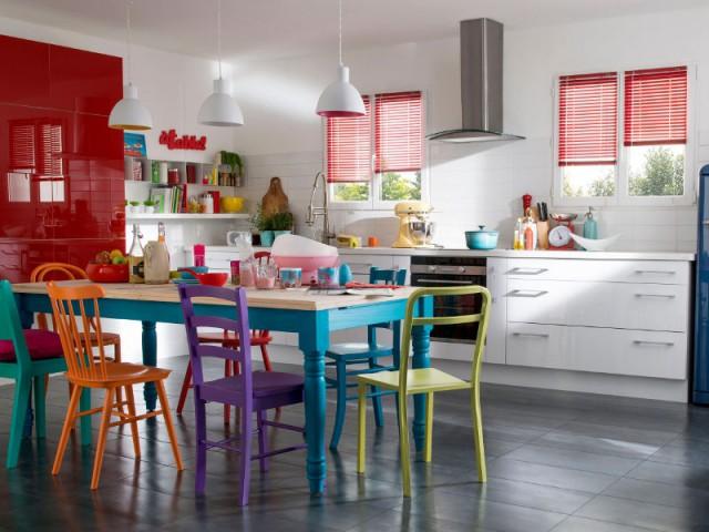 Des stores rouges pour une cuisine ultra colorée - Des stores intérieurs déco