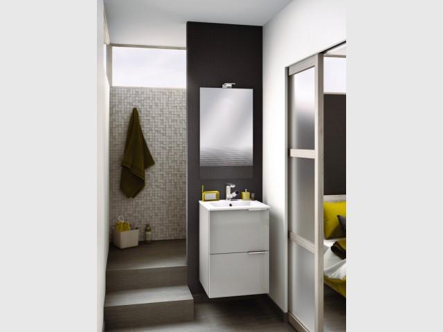 Petite salle de bains : 15 solutions d\'aménagement