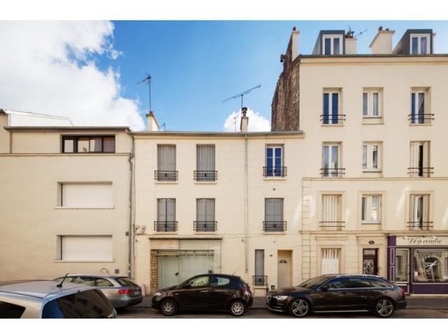 Avant : volonté d'ajouter un appartement à l'immeuble - Surélévation en milieu urbain dense