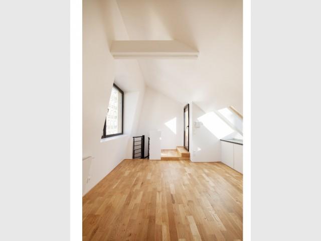 Un étage lumineux de 23 m2 - Surélévation en milieu urbain dense