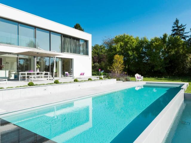 Une piscine visible depuis l'habitation - Piscine à débordement Indre et Loire
