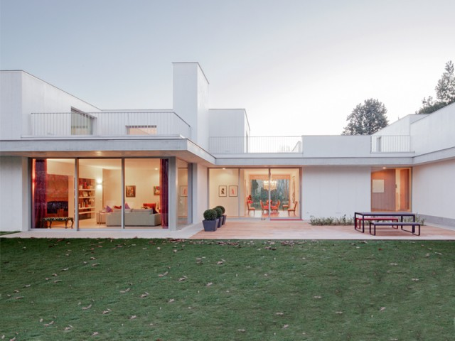 Une villa minimaliste transperc e par la lumi re for Habitat minimaliste