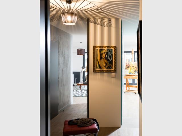 Une entrée redessinée pour fluidifier la circulation - Un appartement neuf s'invente une âme industrielle