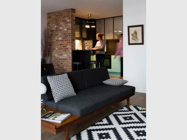 Une pièce à vivre peu meublée pour une libre appropriation - Un appartement neuf s'invente une âme industrielle