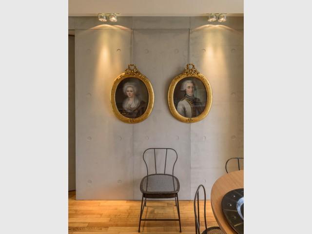 Une porte dérobée entre la cuisine et la chambre - Atelier d'artistes Paris 14e
