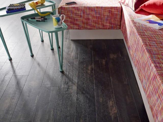 Un sol PVC imitation bois vieilli pour ma cuisine - Des sols souples en trompe l'oeil