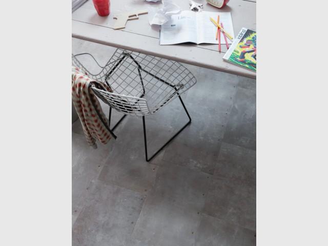 Un sol vinyle imitation zinc pour mon atelier - Des sols souples en trompe l'oeil
