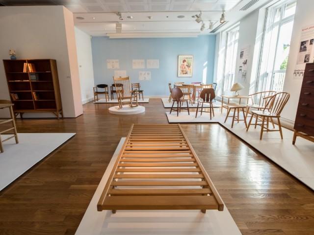Des lits, tables ou chaises conçus en chêne, hêtre ou frêne - Exposition Meuble pour le peuple